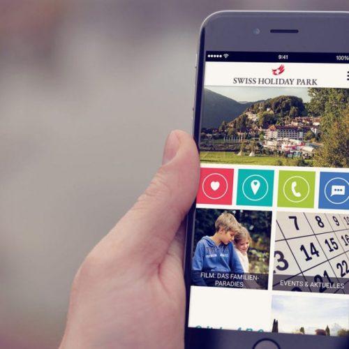 Ein Smartphone das die Hotel-App von Gastfreund zeigt